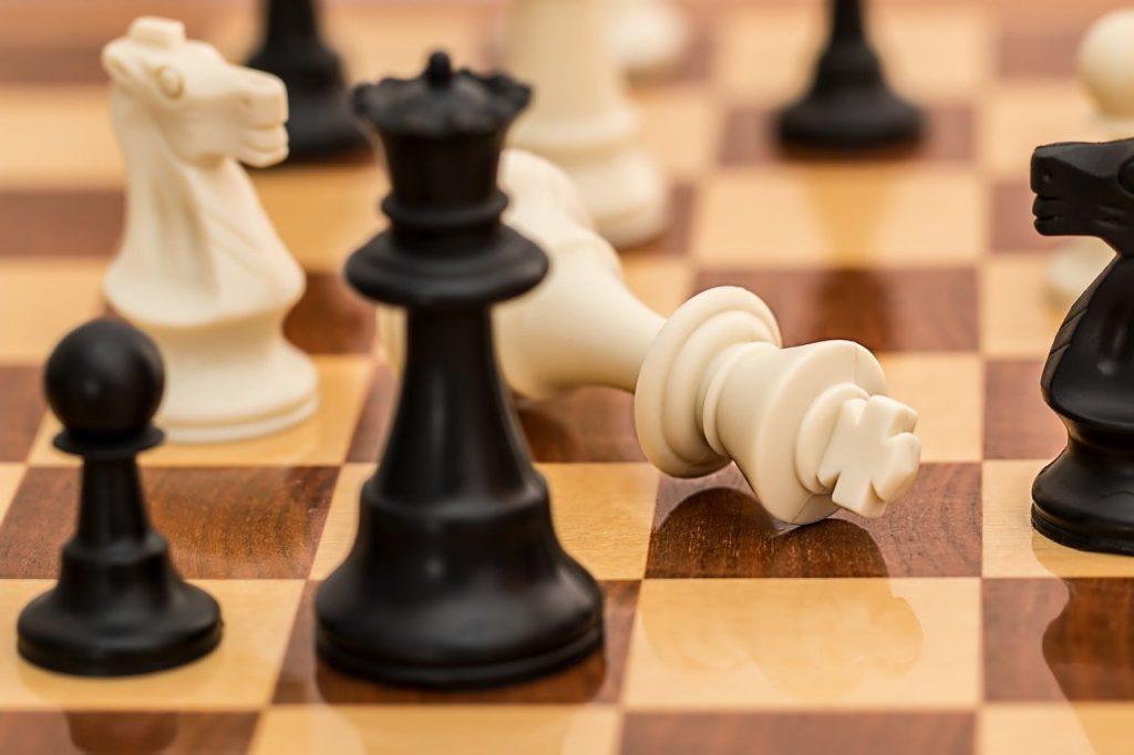 שחמט - מלכה לוקחת מלך